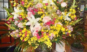 港区のナイトラウンジ様へスタンド花